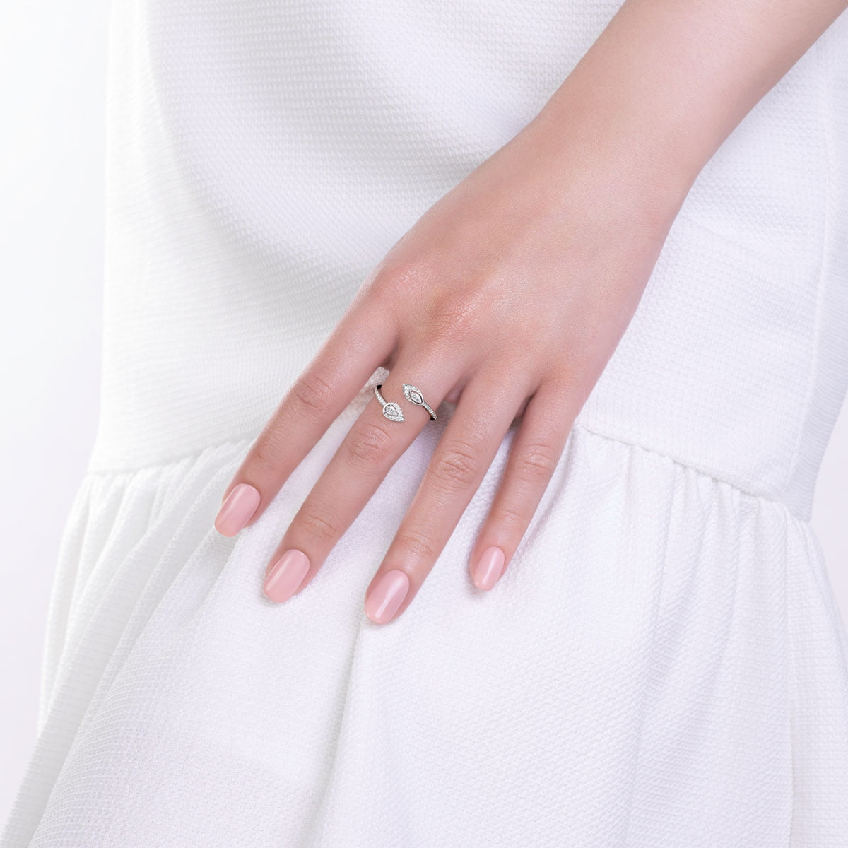 White gold and diamonds ring dolce collection