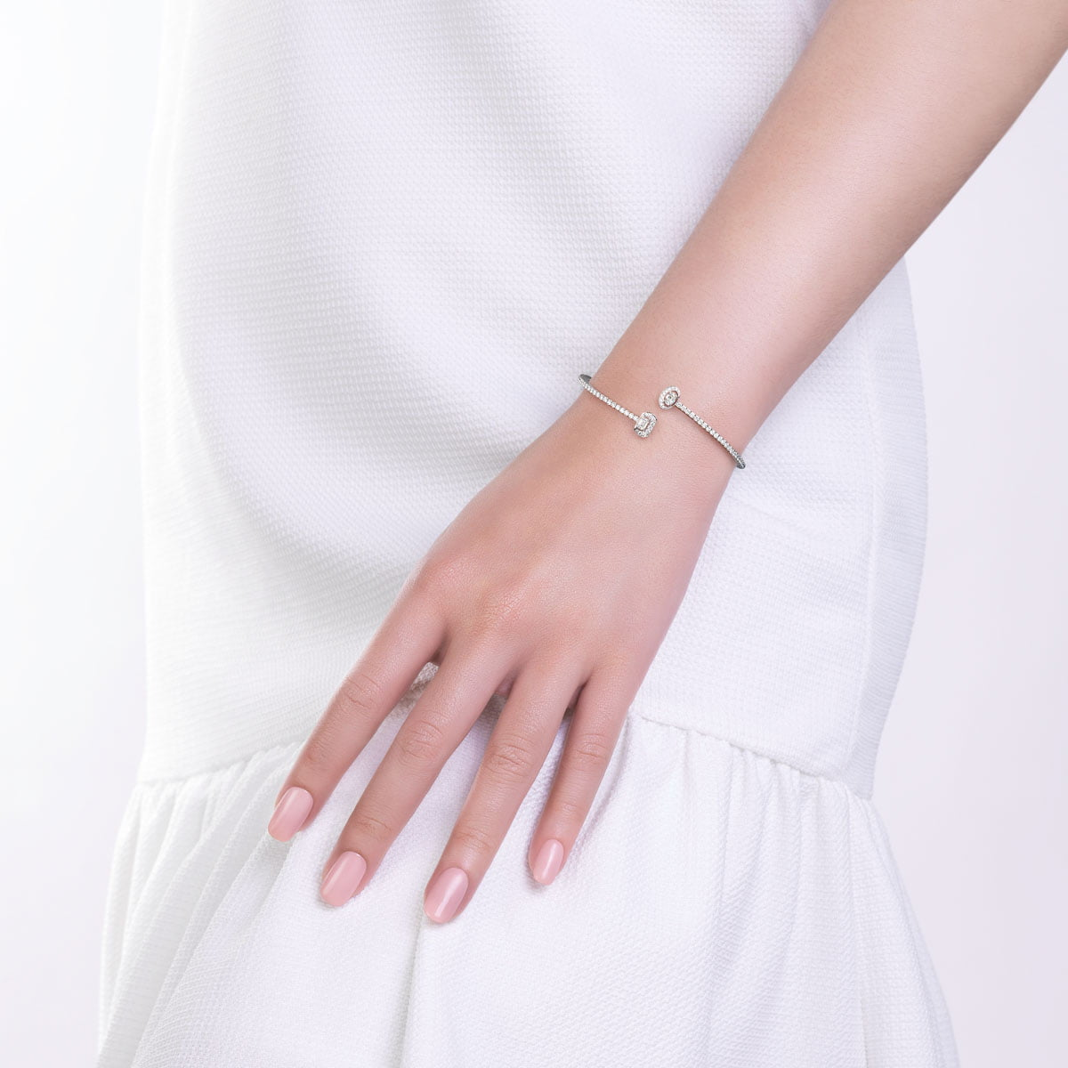 White gold bangle with diamonds dolce collection