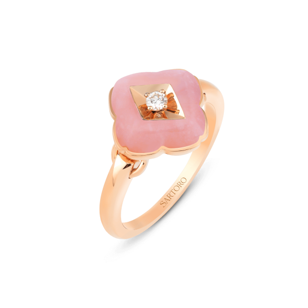 Zeste ring in 18K rose gold featuring 1pink opal (2.96 carats) and 1 diamond (0.05 carat).