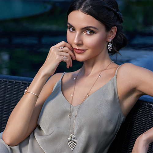 Model wearing Ondes collection jewelry